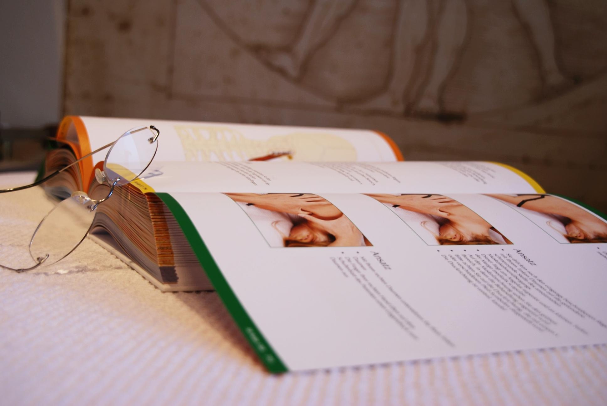Die Hämorrhoide von der Zeitung zu heilen